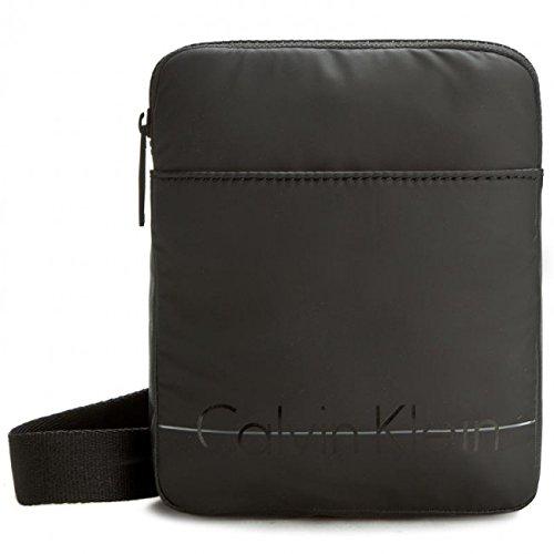 Calvin Klein Jeans Herren Logan 2.0 Mini Flat Umhängetaschen, Schwarz (Black 001), 20x16x3 cm (Pullover Italienische Rollkragen)