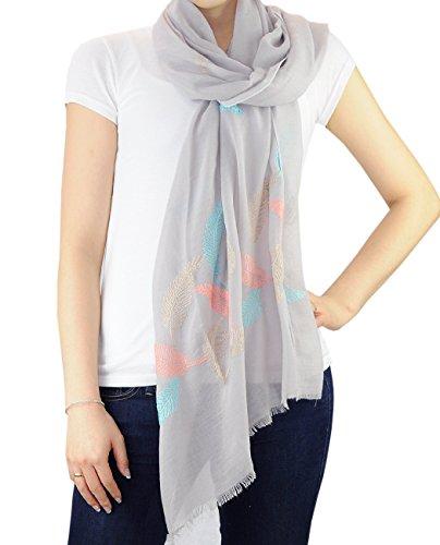 Foulard écharpe de printemps à brodé floral. Produit offert par NYFASHION101. Pennatiséqué, gris pâle