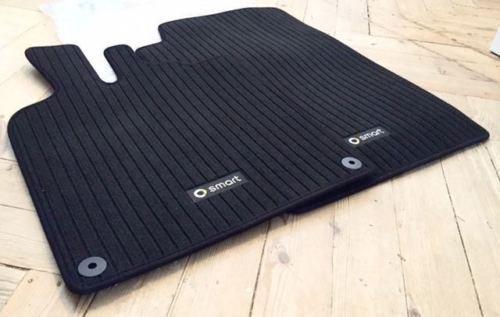 kit-2-tapis-de-sol-noirs-logo-pour-smart-fortwo-451-lhd