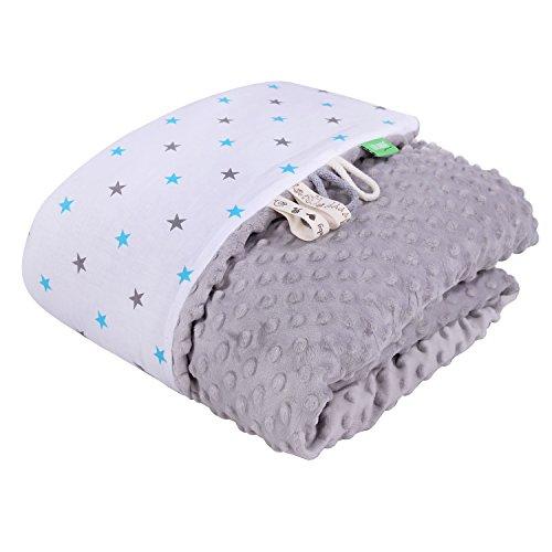 LULANDO Babydecke Kuscheldecke Krabbeldecke aus 100{51e35b85897d8203c9fee6069353ffb6e21e91dffc8b20ce858b696a6000de4a} Baumwolle (80x100 cm). Super weich und flauschig. Kuschelige Lieblingsdecke für Ihr Baby. Farbe: Grey - Blue/Grey Stars