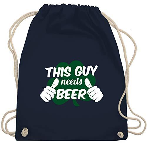 St. Patricks Day - This Guy needs beer Kleeblatt - Unisize - Navy Blau - WM110 - Turnbeutel & Gym Bag (Paddy's Day Kostüm)
