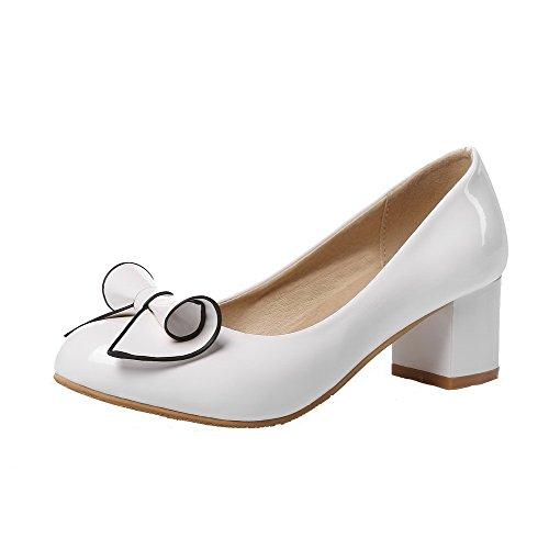AllhqFashion Damen Pu Leder Rein Rund Zehe Ziehen Auf Mittler Absatz Pumps  Schuhe Weiß