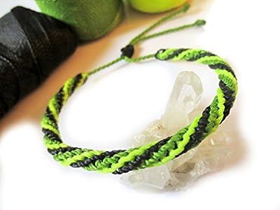 Bracelet brésilien/amitié/unisexe en fil Noir Vert pomme et Jaune fluo tissé main en macramé forme ronde semi rigide avec fil ciré