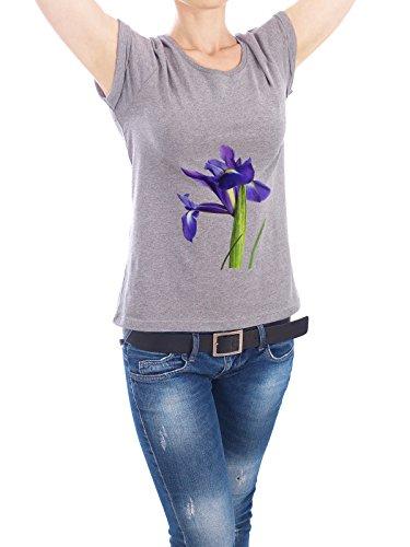 """Design T-Shirt Frauen Earth Positive """"Iris Flower"""" - stylisches Shirt Floral Natur Liebe Fashion von Paper Pixel Print Grau"""