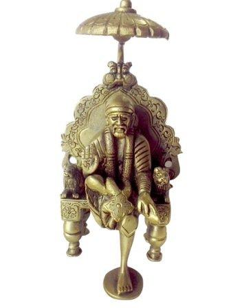 Messing Metall Stuhl (Schöne handgefertigte Messing Metall Statue of Saibaba mit Stuhl und chatra in Feine Schnitzarbeit von V)