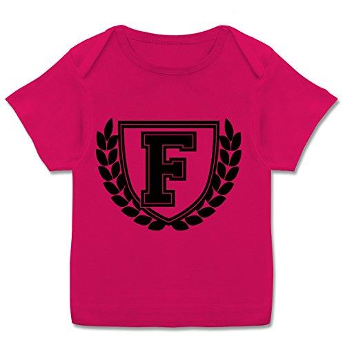 Anfangsbuchstaben Baby - F Collegestyle - 80-86 (18 Monate) - Fuchsia - E110B - Kurzarm Baby-Shirt für Jungen und Mädchen in verschiedenen Farben