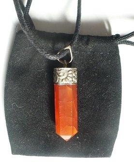 pendentif-pointe-cornaline-pierre-naturelle-cordon-noir-pochette-de-rangement-pendentif-cornaline-pi