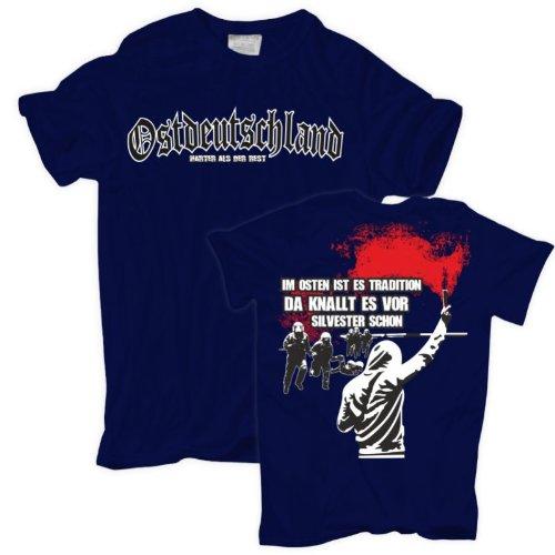 Männer und Herren T-Shirt Im Osten ist es Tradition da knallt es vor Silvester schon (mit Rückendruck) Körperbetont schwarz