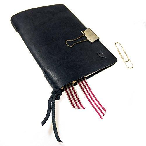 LIEBHARDT - Tagebuch / Notizbuch Leder Cover A6 klein handmade aus pflanzlich gegerbtem Leder in schwarz zum Wechseln für kleine Moleskine Hefte (9x14cm) mit goldfarbener Klammer und Lesezeichen.