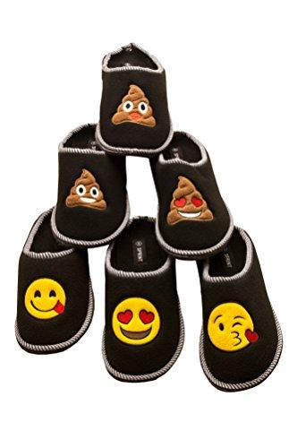 Schwarze Emoji Hausschuhe für Kinder aus Vlies, Fleece, Pantoffeln, Schlappen mit hochwertig gestickten Emoji Motiven und ABS Sohle Kackhaufen mit Kussmund