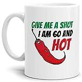 Tasse Give me a Shot I am 60 and Hot Geburtstags-Geschenk Zum 60. Geburtstag/Lustig / Witzig/Heiß / Knackig/Kaffeetasse / Mug/Cup / Weiss