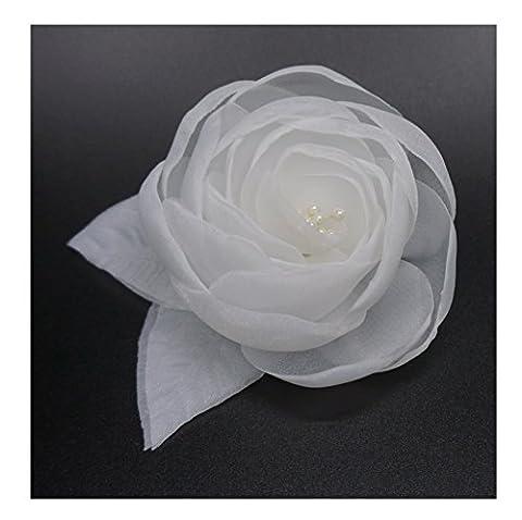 Broche fleur en tissu organza, couleur ivoire.