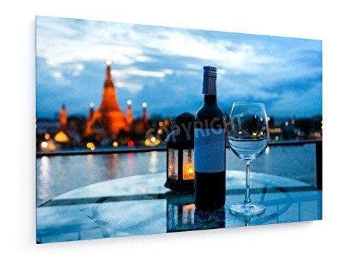diner-riverside-avec-bouteille-de-vin-et-un-verre-de-vin-devant-wat-arun-a-bangkok-thailande-120x80-
