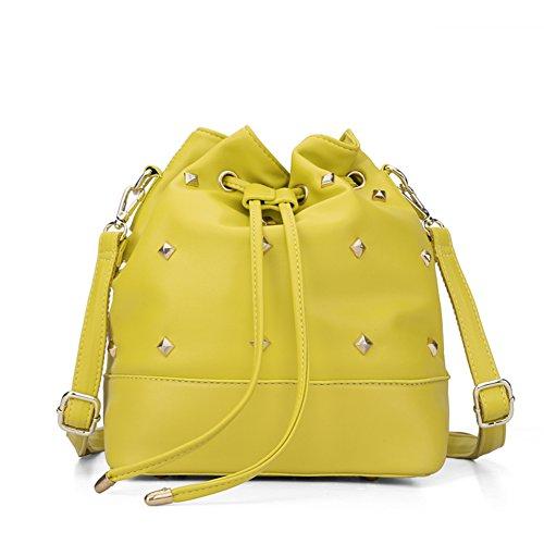 Mesdames mode seau sac d'été/Version coréenne de la sac à dos unique épaule diagonales rivetage-C C