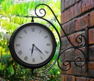 Drehbare Gartenuhr mit Thermometer