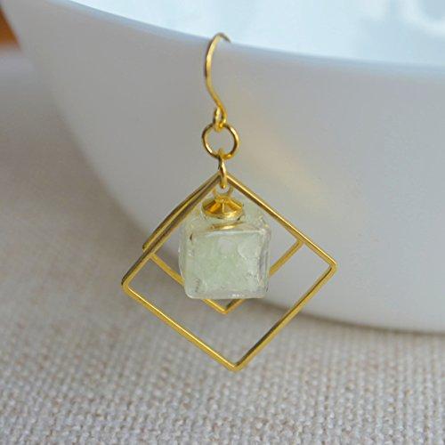 Ein Paar Grün Leuchtend Sand Leuchten im Dunkeln Glas Kubus Vergoldet Quadrat Geometrie Lange Ohrhänger