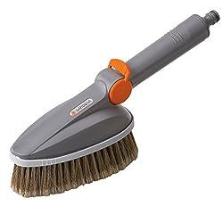 GARDENA Handwaschbürste: Wasserführende Reinigungsbürste inklusive Schlauchanschluss, ideal zur Reinigung von Gartenmöbeln und Fahrzeugen (5574-20)