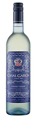 Dentro de esta oferta recibirá los halbtrockenen aveleda centros Garcia Vinho verde Doc en el vino blanco 6x 0,75L botella. aromas de cítricos y manzanas verdes apasionarán bien a knackigen de ensaladas, krustentieren fresco y pescado.
