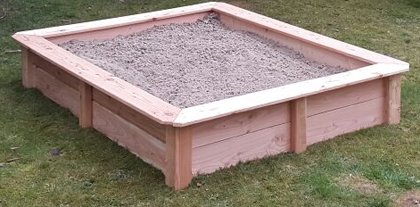 Sandkasten aus Lärchenholz, Außenmaß ca. 120x120 cm