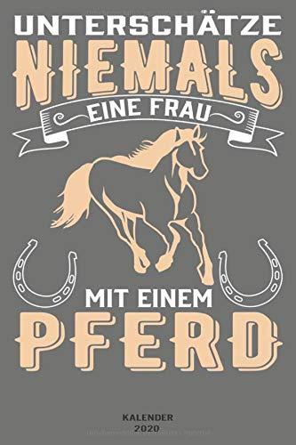 Unterschätze niemals eine Frau mit einem Pferd: Notizbuch für Reiter mit Kalender ( 2020) - 7 Tage pro Seite, Planer / Notizen - ca. DIN A5 / 22 x 15 cm