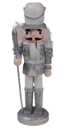 Clever Creations - Traditioneller Nussknacker-Soldat mit Hellebarde - Sammlerstück - Festliche Weihnachtsdeko - 100{05aa3722072c3ae318a3fab7d8eee754e2763e5f67fefeed1880c96a3e2a3c3c} Holz - Glitzernde weiße und silberfarbene Uniform - 24,1 cm