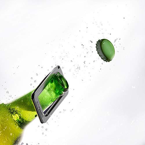 CAPBOOM der Flaschenöffner mit dem Boom Effekt Kapselheber für Flaschen Schlüsselanhänger Kronkorkenöffner Bierflaschenöffner Metall Silber Barkeeper klein Silvester