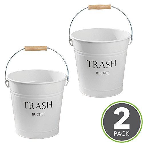 mDesign Cubo de metal estilo vintage - Muy decorativo e idóneo como cubo de basura para cocina, papelera de baño o contenedor de reciclaje en la oficina - 12,5 Litros - Blanco - Paquete de 2