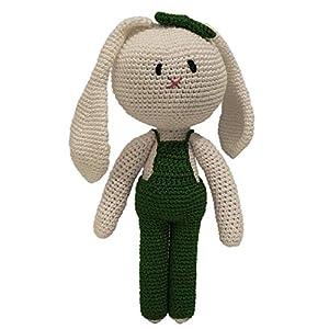 LOOP BABY – Gehäkelter beige Hase aus Bio-Baumwolle- Hasen-Puppe mit tannengrüner Latzhose – Geschenk-Baby-Mädchen – Kuscheltier mit Name
