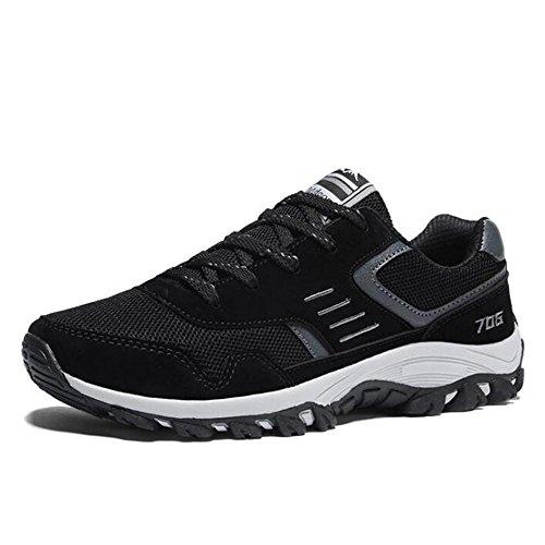 Gli scarponi sportivi traspiranti di autunno degli uomini fanno scarpe da corsa antiscivolo Black