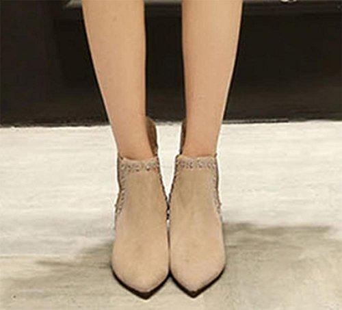 L'aumento dei brevi caricamenti del sistema scarpe da donna nel breve rivetti primavera e autunno scarpe a punta apricot