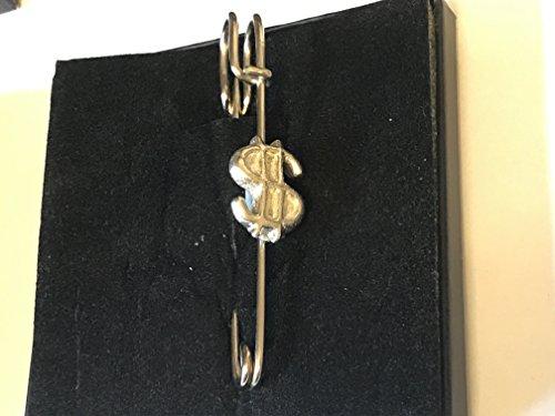 Dollar-zeichen-pin (Dollar Sign 1,5cm x 2cm tg255Schal, Brosche und Kilt Pin Zinn 7,6cm 7,5cm geschrieben von uns Geschenke für alle 2016von Derbyshire UK)