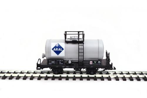 zenner-wagon-citernes-gris-avec-aral-logo-spur-g-jardin-ferroviaire-lgb-chaudiere