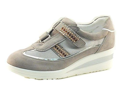 Sneakers Cinzia Soft in camoscio grigio con doppio velcro (Taglia 38)