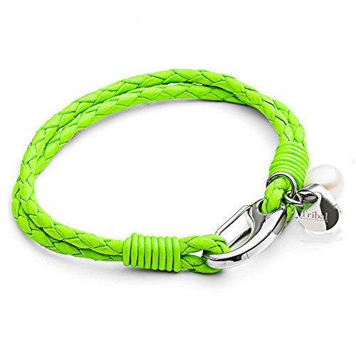 Tribal Steel, Damenarmband aus neon-grünem Leder mit rundem Marken-Charm, Perle und Karabiner, 19cm lang