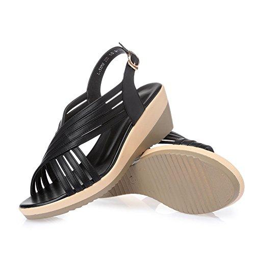 Sandalen mit einer runden Ferse;Ein Paar Sommer Sandalen Black