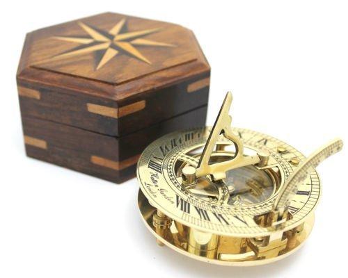 Sonnenuhr und Kompass, in Holzschachtel, aus Messing, poliert