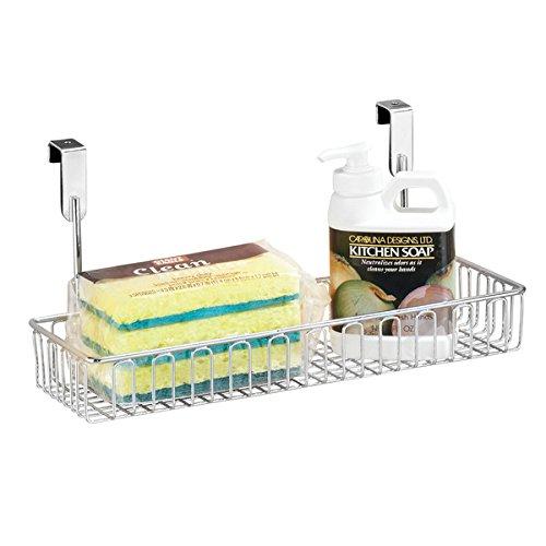 mDesign Küchenkorb zum Hängen für Schrank- und Kommodentür – Aufbewahrungskorb zum Einhängen aus Metall – einfach zu montierender Regalkorb in Chromoptik – Schrankkorb zum Einhängen