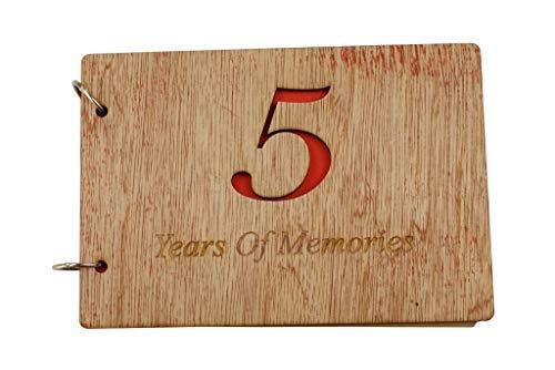 """Scrapbook zum 5. Jahrestag aus Holz, mit englischer Aufschrift""""5 Years of Memories Add Photos"""""""