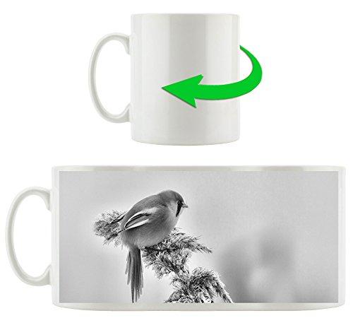 Monocrome, kleiner Vogel auf Weizen im Winter, Motivtasse aus weißem Keramik 300ml, Tolle Geschenkidee zu jedem Anlass. Ihr neuer Lieblingsbecher für Kaffe, Tee und Heißgetränke