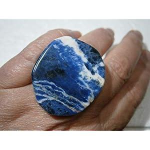 Ring mit großem Stein Sodalith lapisblau weiß