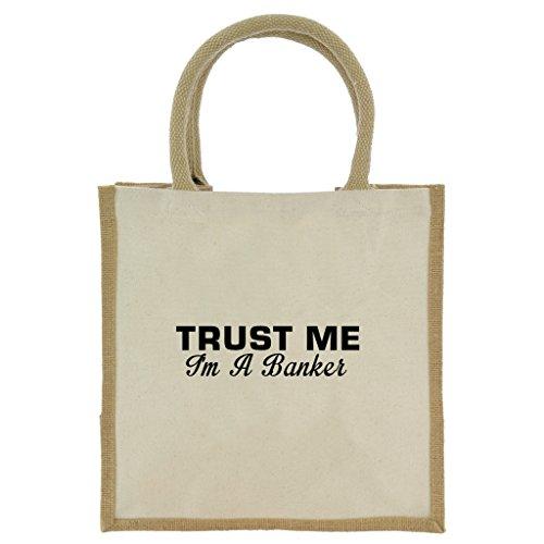 trust-me-i-m-a-banker-in-schwarz-print-jute-midi-einkaufstasche-mit-beige-griffen-und-besatz