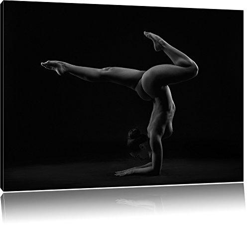 Perfekter flexibler sexy Körper einer jungen Frau B&W Detail, Format: 120x80 auf Leinwand, XXL riesige Bilder fertig gerahmt mit Keilrahmen, Kunstdruck auf Wandbild mit Rahmen, günstiger als Gemälde oder Ölbild, kein Poster oder Plakat (Fitness-studio-wand-kunst)