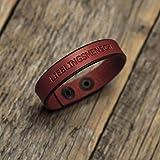Rotes Lederarmband, italienisches Leder, pflanzlich gefärbt, eingravierte Phrase: LIEBLINGSMENSCH mittlere Größe: Handgelenke mit 16.5-18 cm Umfang
