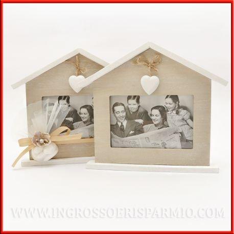Cornice in legno portafoto a forma di casetta con un cuore ciondolo bianco - bomboniera matrimonio,anniversario (kit 1 pz)