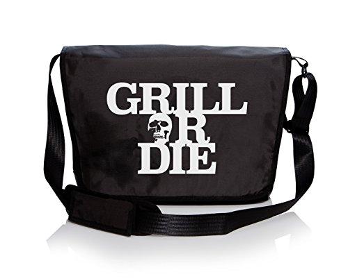 """Preisvergleich Produktbild GRILL OR DIE® Grilltasche  Messenger Bag schwarz mit weissen Aufdruck in Premium-Qualität  BBQ Grill Zubehör passt ideal zu Grillschürze (TASCHE 13"""", Schwarz)"""