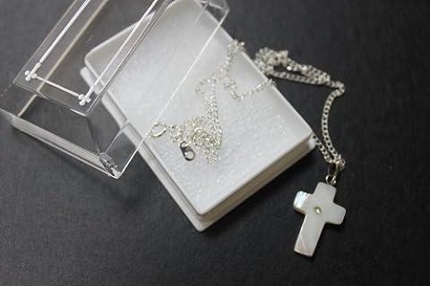 Mother of Pearl Coque en 1.4cm crucifix Croix de Médaille Pendentif Plaqué Argent Chaîne et boîte