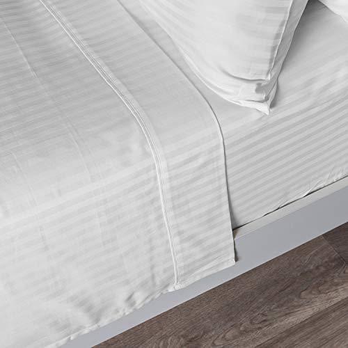Homescapes Bettlaken weiß mit Satin-Streifen 240 x 275 cm - klassisches Betttuch/Haustuch - 100% Reine ägyptische Baumwolle, Fadendichte 330 - Satin Streifen