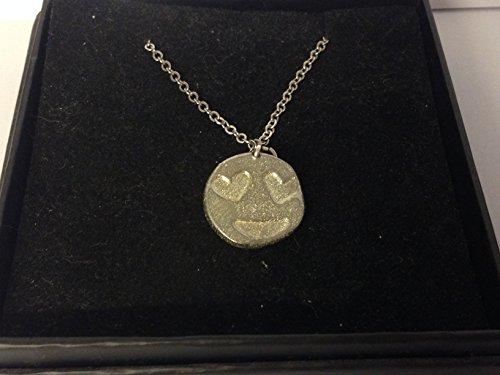 GIFTSFORALL Derbyshire UK TG400 Halskette mit Emoji-Herz-Augen aus feinem englischen Zinn auf Einer 50,8 cm versilberten Panzerkette (Emoji Mit Herz Augen)