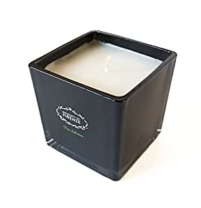 Elegante candela profumata by Momenti Di Firenze: unico e fine ornamento all'essenza di Fico Selvatico in un raffinato contenitore di vetro nero lucido, cera in paraffina, finiture di alta qualità