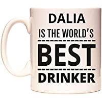 DALIA IS THE WORLDS BEST DRINKER Taza por WeDoMugs